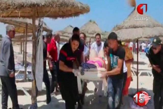 Tunus'un Sousse bölgesinde bir plaja yapılan saldırı ortalığı kan gölüne çevirdi.