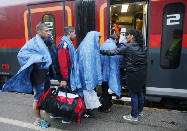 Mutlu son olarak atılan başlıkların altında zafer sloganları atanların iki yüzlülüğü ve mültecileri sınırdan içeriye alan emniyet güçlerinin savaşta giyinen özel donanımlı kuşanışları, mültecilere bakış açılarını gözler önüne serdi.