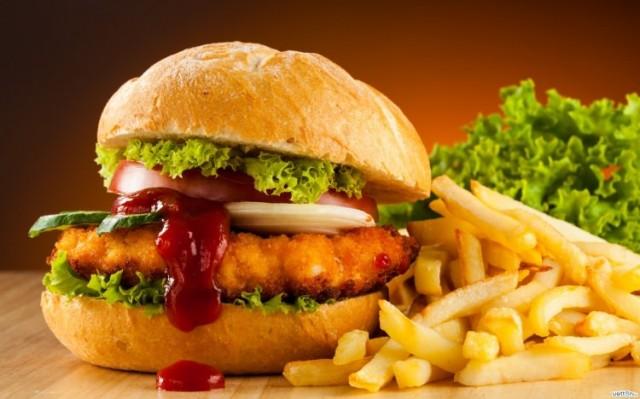 Fastfoodlar: MSG maddesi içeren hamburger, pizza, kızarmış tavuk, kızarmış patates diatbet ve obezite riskini arttırır, tansiyonu yükseltir ve baş ağrısına neden olur.
