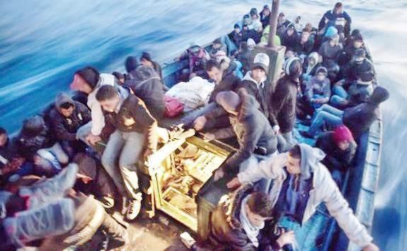 2-AKDENİZ'DE KAÇ ÇOCUK HAYATINI KAYBETTİ? Batan teknelerdekilerin çoğu kadın ve çocuk, yetişkinleri bir kenara bırakacak olursak Kuzey Afrika'dan Avrupa kıyılarına ulaşmak isterken tekneleri battığı için can veren çocukların sayısı tam 2 bin 500.