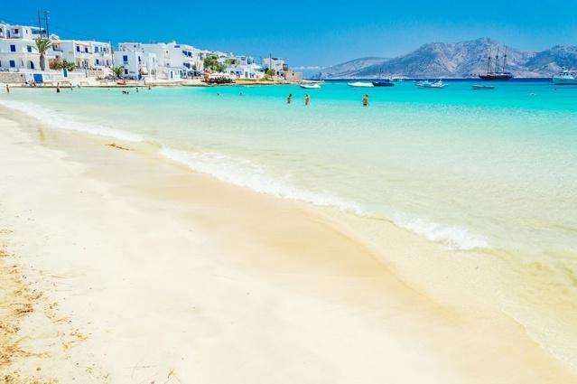 7. Kiklad Adası, Yunanistan  Naxos ve Amorgos arasındaki Ege'ye yayılan diğer Yunan adaları kadar turist tarafından ziyaret edilmeyen Kiklad adası yatıyor. İşte daha düşük hız, ama güzellik çok büyük.  Ada, popülaritesi artıyor, muhteşem plajları ile en az Koufonisia.