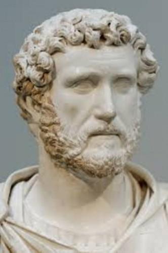 Marcus Aurelius Bazen başaracağına inanmadığın şeyleri de yap. Sol el de alıştırma yapmadığı için birçok şeyde yetersiz olmasına karşın, sürekli alıştırmayla dizginleri sağ elden daha güçlü kavrar.