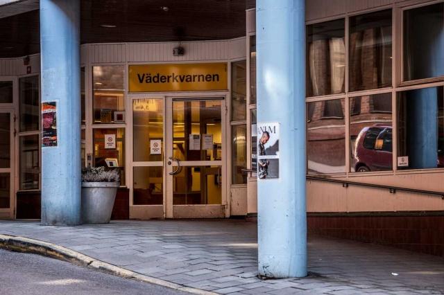 Başkent Stockholm'deki Väderkvarnen yaşlı bakımevinde iki kişide koronavirüs tespit edildiği bildirildi.