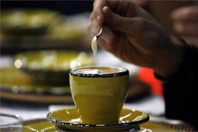 9. Kendi kahvenizi yapın   Kafelerden almak yerine kahvenizi evde yaparak tasarruf edebilirsiniz.