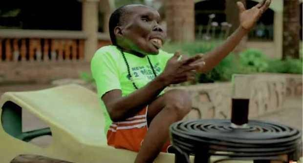 Uganda'da yaşayan 'her şeyin en çirkini' lakaplı Godfrey Baguma adlı adam sekizinci kez baba oldu.  47 yaşındaki adamın, eşine ender rastlanan bir rahatsızlık yüzünden bu 'sıra dışı' görünümü kazandığı sanılıyor.