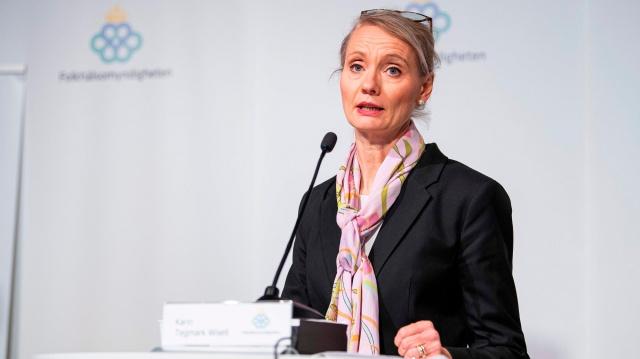 Halk Sağlığı Kurumunun açıkladığı yeni verilere göre, İsveç'te son bir günde 6 bin 526 yeni vaka tespit edildi. Tespit edilen yeni vakalarla birlikte ülke genelinde salgının başladığından bu yana tespit edilen toplam vaka sayısı da böylece bir milyonu aşarak 1 milyon 2'ye ulaştı.  İskandinav ülkeleri covid-19 pandemi sürecinde en fazla vaka görülen ve çok can kaybı veren İsveç'te salgın nedeniyle yaşamını kaybeden kişi sayısı da 14 bin 158 oldu.