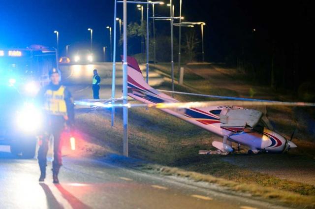 Yerel saatle saat 17:30 sıralarında Upplands-Bro bölgesinde meydana gelen uçak kazasıyla ilgili ayrıntılar belli olmaya başladı.  Meydana gelen kazada yaralanan pilot tedavi edilmek üzere hastaneye kaldırıldı.