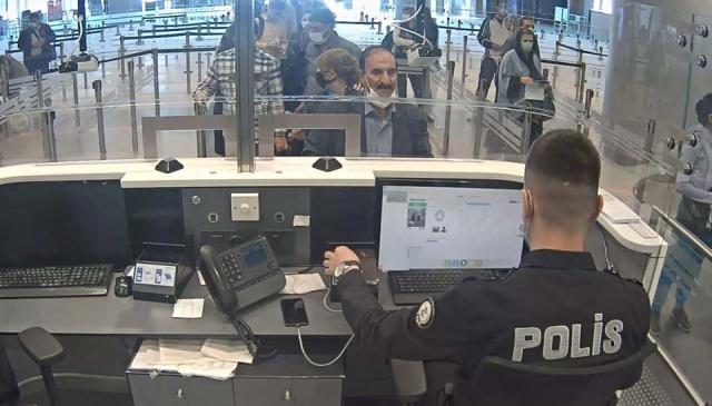 İstanbul Havalimanı Emniyet Şube Müdürlüğü'ne bağlı pasaport polisi, İran'dan Türkiye'ye gelen ve İran uyruklu 'Hamid Namian' adına düzenlenmiş pasaportu bulunan kişiden kuşkulandı.  Pasaport kontrolü sırasında yolcudan maskesini indirmesini isteyen polis, Namıan'ın İranlı olmadığından şüphelenince şahıs parmak izi kontrolüne götürüldü.