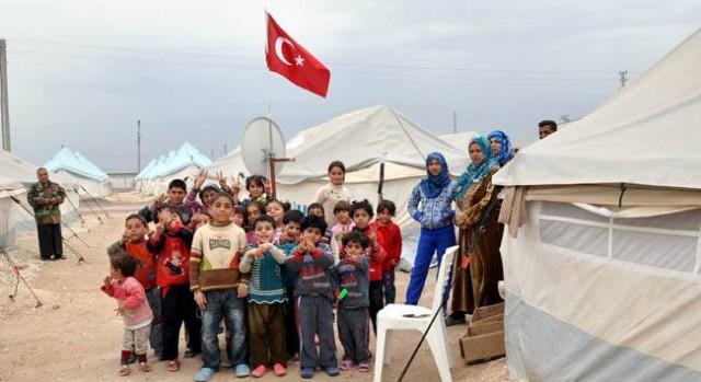 """1-TÜRKİYE 2 MİLYON SURİYELİYE KAPISINI AÇARKEN KOCA AVRUPA KAÇ KİŞİYİ ALDI? """"SADECE 36.000"""" Suriye'de katliam süreci 211 Mart ayında başladı, 4 yıl geride kaldı, bu süreçte 2 milyon Suriyeli Türkiye'ye sığındı, Avrupa Birliği ülkelerine gitmek isteyenler ise ya tekneleri battığı için Akdeniz'de boğularak can verdi ya da ulaştıkları kıyılarda sefil olup, yeniden katliamların olduğu ülkelerine gönderildi. Türkiye tek başına 2 milyon Suriyeliye bakarken, Avrupa Birliği ülkeleri bugüne kadar sadece 36 bin Suriyeliyi sığınmacı olarak kabul etti."""
