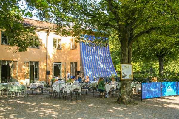 5. Hagaparken - Brunnsviken  Tarihi ortamda çok güzel bir yürüyüş. Gustav III'ün en sevdiği yiyeceklerden Kraliçe Kristina'nın yazlık evine. Birkaç piknik ve piknik alanları.