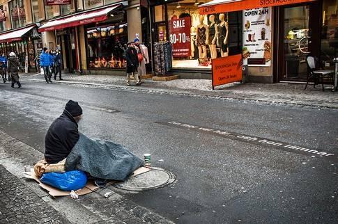 İsveç'in başkenti Stockholm'de dilencilere birden fazla saldırı gerçekleşti.