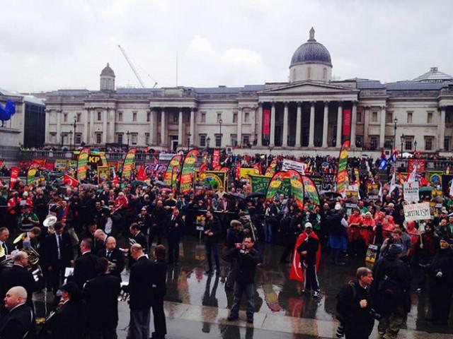 5-LONDRA'DA DA ÇATIŞMA İngiltere'nin başkenti Londra'daki 1 Mayıs gösterilerinde de çatışmalar çıktı.