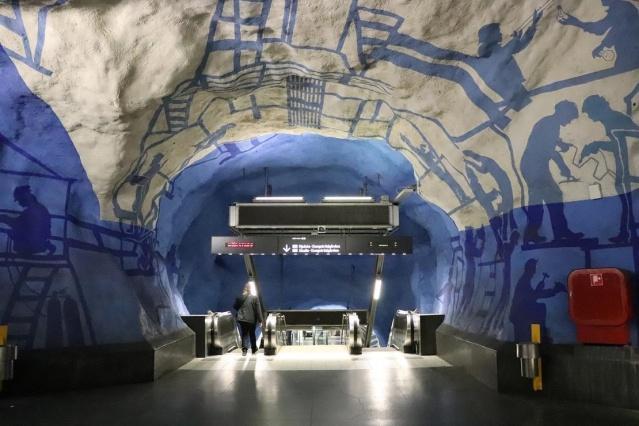 Birçok şehrin aksine Stockholm, metrolarıyla ünlü bir şehir. Öyle metrolara sahip ki, kendinizi bir müzenin içindeymiş gibi hissediyorsunuz.