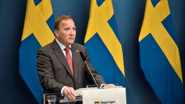 Salgının başladığından bu yana ilk kez, Riksdag'ın 349 üyesinin tamamı Pazartesi günü Başbakan Stefan Löfven'e karşı gensoru oylaması için toplanacak.  Löfven başbakan olduğundan bu yana en zor günlerinden birini Pazartesi günü yaşayacak. Çoğunluğun hükümetin devrilmesinden yana olduğu gözlenen gensoru önergesine karşı Sosyal Demokratlar'ın ne yapacağı ve Başbakan Löfven'in koltukta kalıp kalmayacağının belirleneceği önemli anlar yaşanacak.  İsveç'te her yönüyle tarihi bir gün olması beklenen Pazartesi günü tüm meclis üyeleri parlamentoda olacak.  Pandemi döneminde genel kurul salonunda maksimum toplanma sayısı 55 kişiydi.