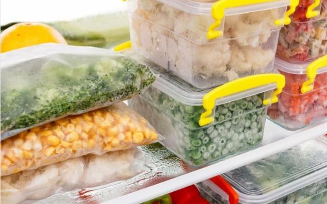 Yiyecek içecekler ve hatta ojeden parfüme kadar birçok ürünün bozulmasını engellemek için buzdolabında muhafaza edilir. Fakat çok bilinmese de bu durumun istisnaları mevcuttur. Bazı besinler buzdolabında saklandığında daha kısa sürede bozulur ve adeta zehire dönüşür. İşte buzdolabında tutulmaması gerekenler...