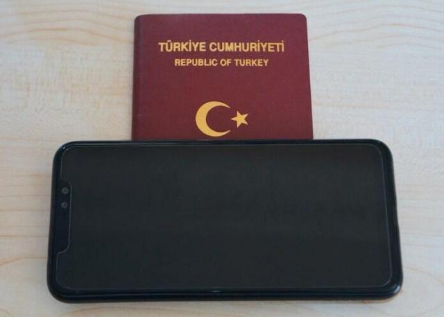 2020'de artacak IMEI kayıt ücreti yerine satın alabileceğiniz telefonları sizler için listeledik. 1.838 TL ödemek yerine bu telefonları satın alabilirsiniz.  Türkiye'de Temmuz ayında 618 TL olan IMEI kayıt ücreti yakın zamanda 1.500 TL'ye çıkarılmıştı. Resmi Gazete 'de yayınlanan yeni bildiriye göre 2020 yılında bu ücret bir daha zamlanacak ve 1.838 TL olacak. Türkiye'de garantili şekilde bu fiyata birbirinden güzel Android telefon satılıyor.  Biz de sizler için 1.838 TL bandına çıktığınızda IMEI kayıt ücreti ödemek yerine satın alabileceğiniz telefonları listeledik. Bu fiyatların piyasadaki ortalama fiyatlar olduğunu, bu modelleri daha uyguna veya daha pahalıya bileceğinizi belirtelim.