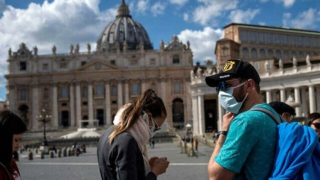 İtalya'da Kovid-19 salgınından ölenlerin sayısı son 24 saatte 969 artarak 9 bin 134'e yükseldi Ülkede 5 hafta önce başlayan Kovid-19 salgınına ilişkin başkentteki Sivil Savunma Genel Müdürlüğünde her akşam düzenlenen basın toplantısında günlük verileri, Acil Tedarik Komiseri Domenico Arcuri açıkladı.