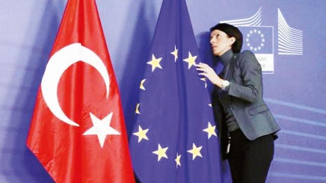 Avrupa Birliği ülkeleri dış sınırlarını hangi ülkelere açıp açmayacağı konusunda görüşmelerini sürdürüyor. Son olarak 1 Temmuz'dan itibaren bazı şatların yerine getirilmesi koşuluyla Çin dahil 15 ülkeye sınırların açılması seçeneği ağırlık kazandı. 15 ülkenin bulunduğu söz konusu taslak listede bu kez Türkiye yer almadı.