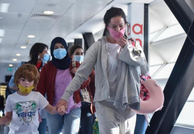 Koronavirüs salgını nedeniyle mart ayında otellerin kapısına kilit vurulan Antalya'da, 1 Temmuz itibarıyla bazı ülkelerle yeniden uçuşların başlamasıyla yabancı turist hareketliliği başladı. Pandemi sürecinde bu pazar günü ilk kez bir günde 10 binin üzerinde yabancı turist kente geldi. 1 Temmuz'dan bugüne ise toplam turist sayısı 61 bin 478'e yükseldi.  Antalya Kent Konseyi Turizm Çalışma Grubu Başkanı ve NBK Touristic Genel Müdürü Recep Yavuz, pandemi sürecinde kapanan ve 1 Haziran'da iç turizm, 1 Temmuz'da da dış turizm seyahatlerinin yeniden başlaması üzerine, pandemi sürecinde yurt dışından gelen turist sayılarıyla ilgili bir çalışma hazırladı.