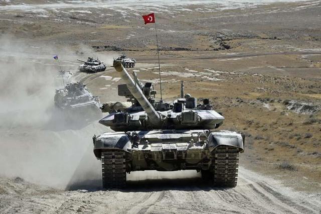 Türkiye ve Azerbaycan hava ve kara kuvvetlerinin Azerbaycan'daki kapsamlı ortak askeri tatbikatı sürüyor.