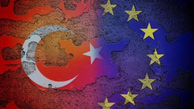 """Avrupa Birliği (AB) Komisyonu Sözcüsü Peter Stano, Türkiye-AB ilişkilerinin birçok boyutu bulunduğunu belirterek """"AB'nin çıkarı, Türkiye'nin tutumuna bağlı olarak mümkünse olumlu bir yönde ilerlemek, yapıcı iş birliği ve diyalog içinde olmaktır"""" dedi.  Stano, günlük basın toplantısında Türkiye-AB ilişkileri ve 10-11 Aralık'taki AB Liderler Zirvesi hakkındaki soruyu yanıtladı."""
