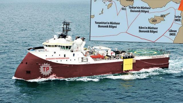"""Avrupa Birliği Komisyonu, yaptığı açıklamada Yunanistan'ın Doğu Akdeniz'de kendi tezlerini savunmak için öne sürdüğü 'Sevilla Haritası'nın 'AB'nin resmi belgesi olmadığını' belirtti.  Genelde """"Avrupa Birliği'nin haritası"""" olarak tanımlanan """"Sevilla Haritası"""", Doğu Akdeniz'de deniz yetki alanlarının belirlenmesi konusunda son dönemde sıkça gündeme getiriliyor. Özellikle Yunanistan'ın tezlerine destek olarak kullandığı haritaya Türkiye'de de yoğun atıf yapılıyor. AB tarafından 2000'li yılların başında İspanya'daki Sevilla Üniversitesi'ne sipariş edilen bir çalışmanın ürünü olmasından hareketle """"AB'nin resmi belgesi"""" olarak algılanan haritanın Brüksel açısından niteliği Avrupa Birliği Komisyonu'na soruldu."""