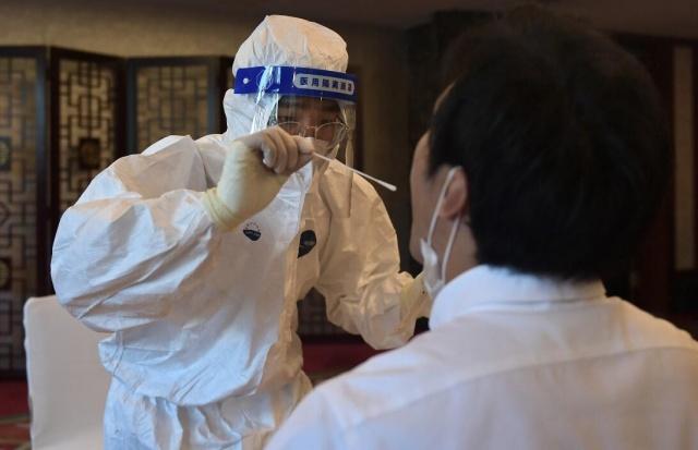 Dünyada koronavirüs nedeniyle ölü sayısı 1 milyona adım adım yaklaşırken Çinli virolog Li-Meng Yan'ın yaptığı açıklamalar dünyayı şoke etti.  Dünyada koronavirüsün virüsün tedavi edilmesi için bilim insanları aşı ve ilaç çalışmalarını sürdürürken bir yandan da virüsün kaynağını araştırmaya devam ediyor.