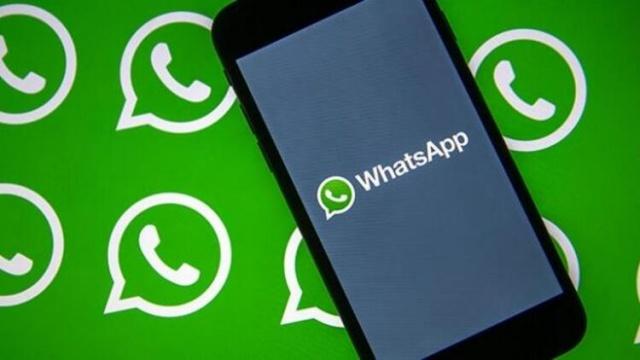 WhatsApp sözleşmesi ile ilgili bilgiler araştırılıyor. Yapılan açıklamada WhatsApp güncelleme maddelerinin 8 Şubat 2021 itibarıyla yürürlüğe gireceği duyuruldu. Vatandaşlar bu açıklamanın ardından araştırmalarını hızlandırdılar. Whatsapp'ın güncellenen koşullarını ve gizlilik ilkesini içeren bildiriminde 'Diğer Facebook şirketlerinden bilgi alır ve bu şirketlerle bilgi paylaşımında bulunur.' maddesi dikkat çekti. İşte, WhatsApp sözleşmesi maddeleri ve konuyla ilgili bilgiler...