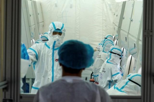 Koronavirüsün ilk çıkış yeri Çin'in Wuhan kentindeki laboratuvarda çalışan bilim insanları, koronavirüs bulaşmış yarasalara ev sahipliği yapan bir mağarada numune toplarken ısırıldığını itiraf ettiği iddia edildi.  İngiliz medyası, Wuhan Laboratuvarı'nda çalışan bilim insanlarının, koronavirüslü yarasaların bulunduğu mağaradan numune toplarken bir yarasa tarafından ısırıldıklarını açıkladı.