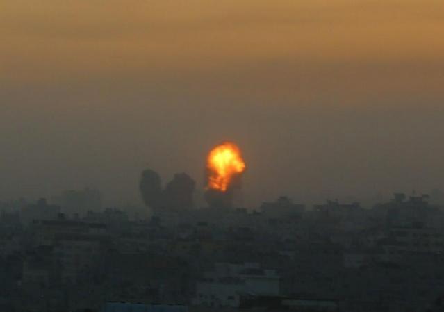 İsrail savaş uçakları, sabahın erken saatlerinde, Gazze'deki Filistin direniş güçlerine ait güvenlik merkezleri ve polis karargahlarına şiddetli saldırılar düzenledi. Filistin Sağlık Bakanlığı'ndan yapılan açıklamada, pazartesiden bugün saat 03.30'a dek süren saldırılar sonucunda, 2 Filistinlinin daha hayatını kaybettiği, böylece can kaybının 35'e yükseldiği bildirildi.
