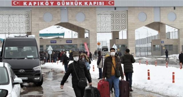 """İran'da koronavirüs nedeniyle ölü sayısının 8'e yükselmesinin ardından Türkiye, İran sınırını kapattı.  İçişleri Bakanlığı'nın kararıyla Türkiye-İran sınırı Koronavirüs tehdidi nedeniyle kara sınırı kapatıldı.  Sağlık Bakanı Fahrettin Koca """"Komşumuzla sınırlarımızı geçici olarak kapatma kararı aldık"""" dedi.   Bugün itibarıyla en son İsrail ve Lübnan dahil olmak üzere 32 ülkede toplam koronavirüs vaka sayısının 74 bin 402 ve toplam 2 bin 464 ölüm bildirimi olduğunu kaydeden Koca şöyle devam etti:"""