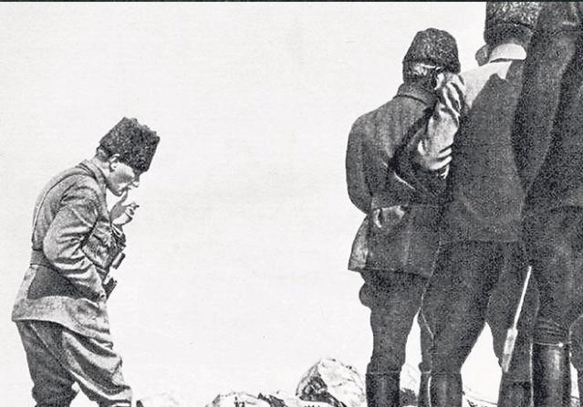 Mustafa Kemal Paşa komutasındaki Türk ordusunun 26 Ağustos'ta başlayıp 30 Ağustos Zaferi ile sonuçlandırdığı Büyük Taarruz ve Başkomutanlık Meydan Muharebesi, dünya tarihinin gördüğü en büyük kahramanlık destanlarından biri olarak tarihe geçti.  Kurtuluş Savaşı, Başkomutan Gazi Mustafa Kemal Paşa'nın 26 Ağustos 1922'de sabaha karşı verdiği emirle başlattığı Büyük Taarruz ve 30 Ağustos'taki ''Başkomutanlık Meydan Muharebesi'' zaferle sonuçlandı.