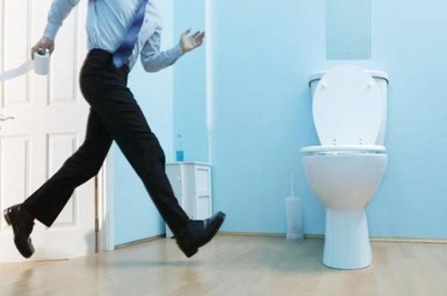 1. Sık idrara çıkma: 50 yaşın üzerindeki erkeklerin birçoğunda görülen bu sıkıntıya beraberinde işeme problemleri eşlik ediyorsa bu büyük prostat bezinin göstergesi olabilir.