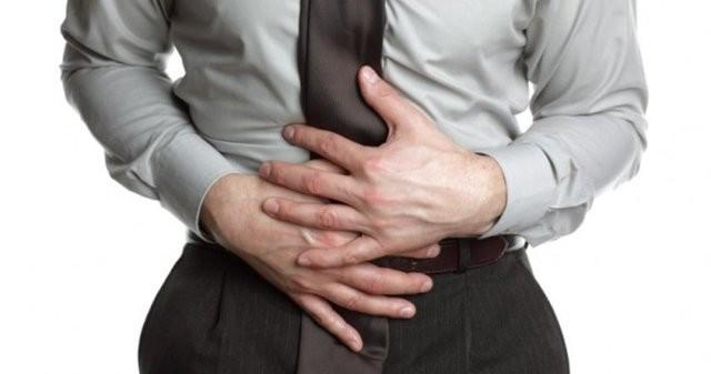 7. Mide yanması: Yeme içme alışkanlıklarınızda bir değişiklik yapmadığınız, stres yaşamadığınız bir dönemde olduğunuz halde mide yanması-ekşimesi problemi yaşıyorsanız mutlaka hekiminize başvurun. Bu belirtiler mide ve boğaz kanserinin habercisi olabilir.