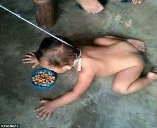 Filipinler'de annesi tarafından tasma takılarak köpekler gibi mama verilen çıplak küçük çocuğun görüntüleri görenleri şoke etti. Boynuna taktığı iple tıpkı bir köpek gibi çıplak çocuğuna hayvan muamelesi yapan vicdansız anne tartışma konusu oldu. Filipinler'in Bataan kentinde meydana gelen olay ülkenin medyasında büyük yankı uyandırdı.