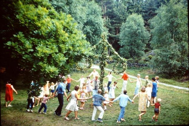 İşte geçmiş Midsommar (Yaz Bayramı) kutlamalardan bazı görüntüler.
