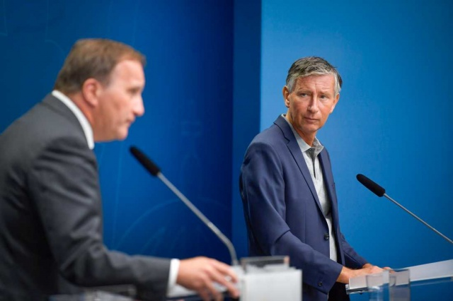 """Almanya ve Birleşik Krallık, Aralık ayının başlarında covid-19'a karşı aşılamaya başlayabilir.  İsveç'in aşılama koordinatörü Richard Bergström, bu mümkün olursa, İsveç'in de aynı anda aşılamaya başlaması gerekiyor ifadeleri kullandı.  Bergström """"İlk gelen aşı AB'deki tüm ülkelere dağıtılacak"""" dedi."""