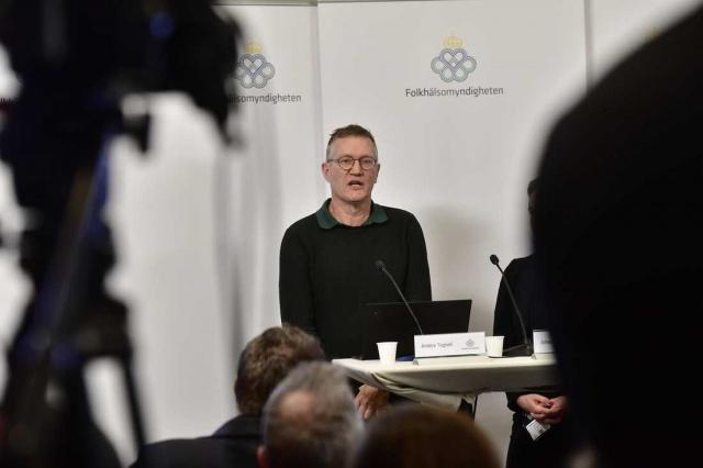 İsveç Devlet epidemiyoloğu Anders Tegnell'e göre, korona virüsünün yayılması devam ediyor ve şu anda enfekte olmuş sayıdaki istatistikler tüm resmi vermiyor. Virüs bulaşmış kişilerden 12'si yoğun bakım görüyor ve İsveç'te şuana kadar yedi kişi öldü.