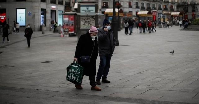 İlk olarak Çin'in Vuhan kentinde ortaya çıkan ve kısa sürede tüm dünyaya yayılan yeni tip koronavirüs salgını (Kovid-19), Avrupa'da hayatını akışını tamamen değiştirdi. Avrupa ülkeleri, koronavirüs salgınına karşı tedbir amacıyla sokağa çıkma kısıtlamaları, temel ürün satışı yapılmayan işletmeler ile bar ve restoranların kapatılması, alkol satışı düzenlemeleri ve seyahat kısıtlamaları uyguluyor. Kovid-19, Avrupa'da hayatın akışını tamamen değiştirdi. Salgının etkisi ilk olarak kapalı mekanlardaki etkinliklerin iptal edilmesi, restoran, bar ve kafelerin kapatılmasıyla kendini gösterdi. Zaman içinde sokağa çıkma kısıtlamalarıyla da önlemler sıkılaştırılıp, uymayanlara para cezaları kesilmeye başlandı.  Dünya Sağlık Örgütü Avrupa Ofisi'nin özellikle genel kapanma uygulamaları sırasında alkol erişimine kısıtlama getirilmesi çağrısı ile alkol satışı veya içilebilecek yerlere ilişkin düzenlemeler de yapıldı.