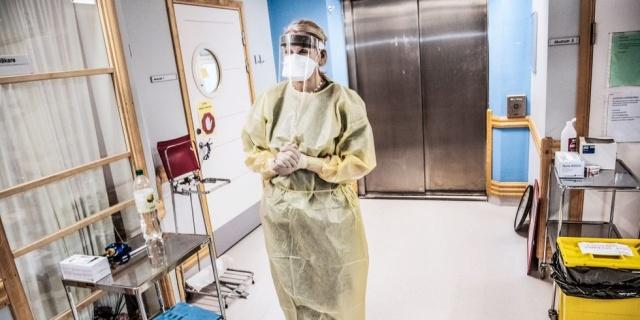 İsveç'te pandemi başından bu yana en yüksek vaka sayısı bugün kayıtlara geçti.  Koronavirüs salgını başladığından bu yana bir günde doğrulanan yüksek vaka sayısı bugün olduğu açıklandı.  Son bir günde 2 bin 128 yeni vakanın açılandığı İsveç'te bu rakamın pandemi başından bu yana en yüksek rakam olduğu belirtildi.