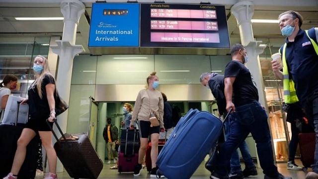 Avrupa Birliği (AB) ülkelerinin daimi temsilcileri, virüsten en çok etkilenen bölgelere ilişkin yeni bir haritalandırma yapılmasını ve bu bölgeler için daha sıkı seyahat kısıtlamalarını öngören Avrupa Komisyonu önerisini Brüksel'de onayladı.