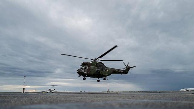 Fransa'nın Savoie bölgesinde mürettebatla birlikte 6 kişinin içinde bulunduğu belirtilen helikopter kazasında 5 kişinin öldüğü bildirildi.  Savoie Valiliğinden yapılan açıklamada, akşam 19 civarında, Fransız Hava Hizmetlerine (SAF) ait bir helikopterin Bonvillard yakınlarında 1800 metre yükseklikte düştüğü söylendi.  Açıklamada, helikopterde 4 SAF personeli ile 2 kişinin bulunduğu, yolculardan biriyle irtibata geçildiği aktarıldı.