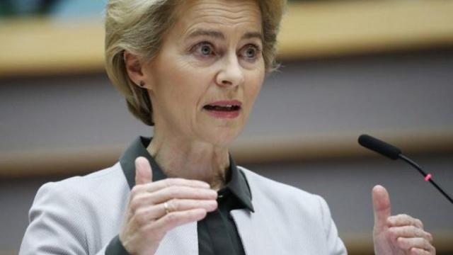 AstraZeneca atışması sonrası AB yapılan sözleşmeyi kamuoyu ile paylaşmaya hazırlanıyor  Avrupa Komisyonu Başkanı Ursula von der Leyen, Astra Zeneca ilaç şirketiyle yapılmış olan kontrattaki maddelerin bağlayıcı olduğunu söylediği bir açıklama yaparak Avrupa Birliği (AB) ile şirket arasında tedariğe ilişkin yaşanan sorunların giderilmemiş olduğunu gösterdi.  İngiltere'nin Oxford Üniversitesi ile ortaklık yapmış olan AstraZeneca'nın söz verilen miktarda doz aşıyı teslim etmesi için AB baskısı artarak devam ederken, şirket Belçika'da üretim yaptığı tesiste sıkıntılar yaşandığını açıklamış ve bu nedenle teslimatın bir bölümünün gecikeceğini belirtmişti.