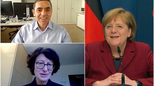 """Almanya Başbakanı Angela Merkel, Covid-19 aşısını geliştiren BioNTech şirketinin kurucu ortakları ve bilim insanları Prof. Dr. Uğur Şahin ve Dr. Özlem Türeci çiftiyle video konferans yoluyla görüştü.  Konuşmasına """"Bu tür araştırmacıların ülkemizde bulunmasından inanılmaz derecede gurur duyuyoruz"""" cümlesi ile başlayan Şansölye, onay alan ilk aşının arkasındaki Alman firması BioNTech'e """"takdirini"""" dile getirdi ve bu sayede """"birçok hayat kurtarılacağını"""" söyledi.  BioNTech araştırmacılarının """"başarı ve azmini"""" öven Merkel, aşının arkasındaki mRNA teknolojisinin tanınması yolunda birçok engelle karşılaşmalarına rağmen pes etmediklerini belirtti."""