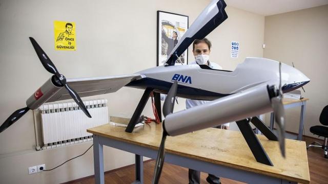 Türk mühendislerin üzerinde çalıştığı yeni insansız hava aracı (İHA) Alesta'nın önümüzdeki günlerde ilk uçuşu gerçekleştireceği bildirildi.  Alesta üzerindeki çalışmalarını AA'ya anlatan Nurol BAE Systems Hava Sistemleri AŞ (BNA) Genel Müdürü Eray Gökalp, Alesta'nın diğer İHA'lardan farklı bir konfigürasyona sahip olduğunu dile getirdi.