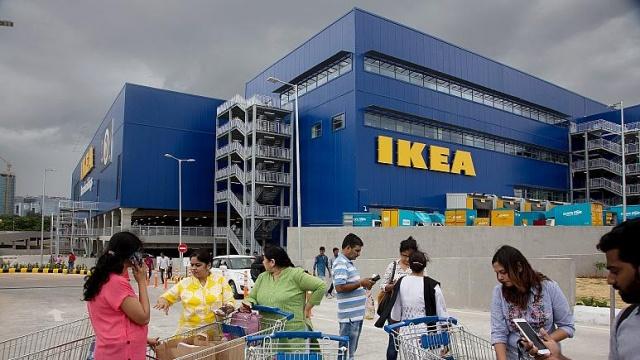 """İsveçli mobilya mağazası Ikea, """"Buy Back Friday"""" (Geri Alma Cuması) kampanyası ile kullanılmış ürünleri müşterilerinden geri satın alacak.  Dünyanın en büyük mobilya zinciri, alışveriş çılgınlığının yaşandığı indirim günü Kara Cuma'ya denk getireceği kampanya kapsamında, geri alınan ürünler için satış fiyatının yüzde 50'sine kadar ödeme yapacağını duyurdu. Ürünler karşılığında müşterilere nakit yerine yine Ikea'da kullanılmak üzere kupon verilecek."""
