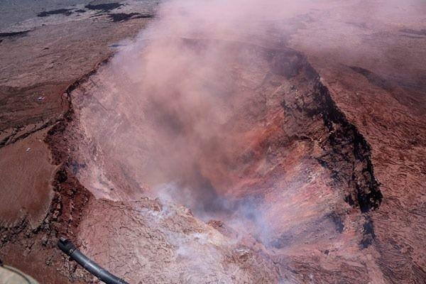 Dünyanın en aktif yanardağlarından biri olan Kilauea, 35 yıldır sakindi.