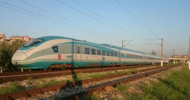 Yeni tren setlerinde 45'i birinci sınıf, her biri 4 yolcu kapasiteli toplam 3 business class kompartımanı, 424'ü ekonomi sınıfı ve 2 tekerlekli sandalye yeri olmak üzere 483 yolcu taşıma kapasitesi bulunuyor. Bunun dışında trenlerde 33 kişilik oturma kapasiteli restoran ve bistro bölümü yer alıyor.