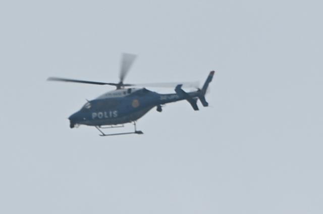 Polis gaspçıyı yakalamak için arama başlattı.  Stockholm polis bölgesi basın sözcüsü Eva Nilsson, gasp olayına dair yaptığı açıklamada kapsamlı bir arama çalışması başlattıklarını ve yeşil metro hattında arama başlattıklarını belirtti.  Öte yandan aramalara helikopterli destekde verildi.  Edinilen bilgiye göre, polis şimdi yeşil metro hattında deniş bir arama başlattı.