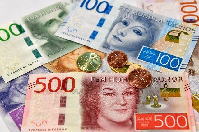 Türkiye'deki döviz dalgalanmasında en çok prim yapan döviz kurları arasında İsveç kronu bulunuyor.  Tarihinde ilk kez İsveç Kronu Türk Lirası karşısında 1,0058'e ulaşırken, dolar 8,44 seviyesinin üstünü test ederken, Euro TL, forex piyasalarında 10,19 seviyesinden işlem görüyor.